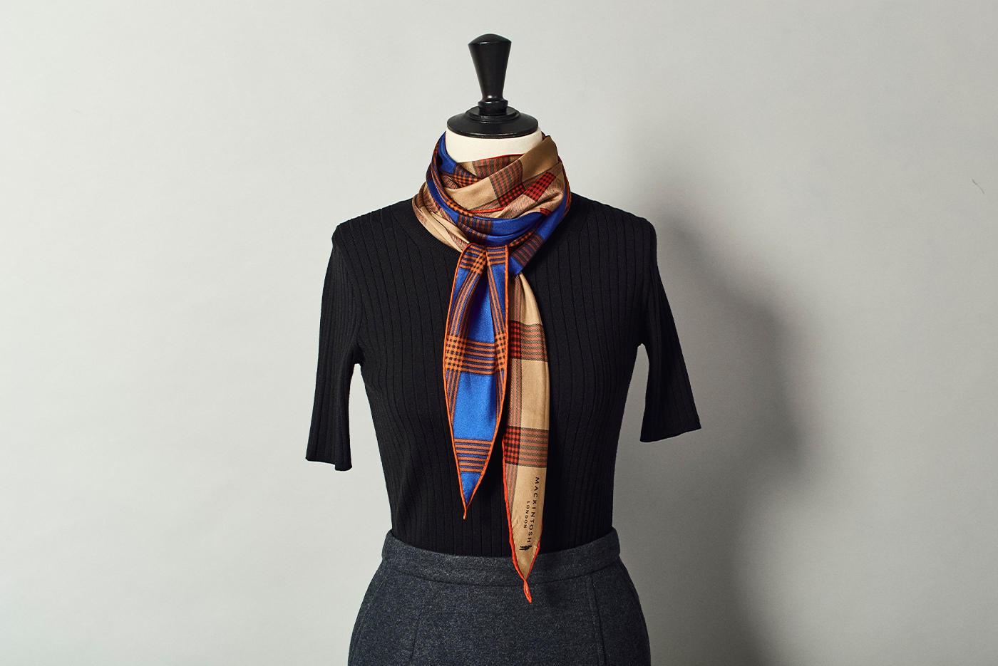 纏えば旬の顔。大人の装いを格上げさせる洗練スカーフ