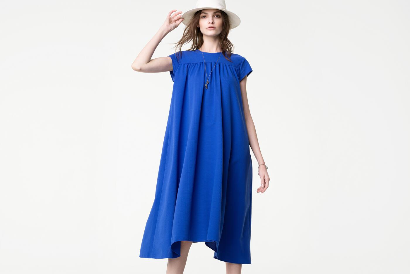 ビビッドカラーで彩る夏の装い