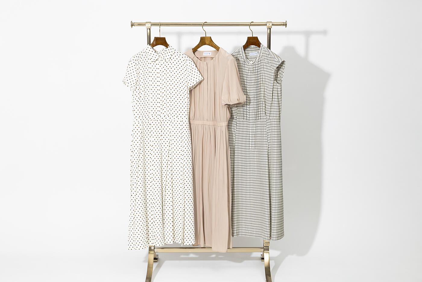 ベージュトーンのドレスをシックに~スタイリスト村山佳世子さんによる自然体の着こなし~