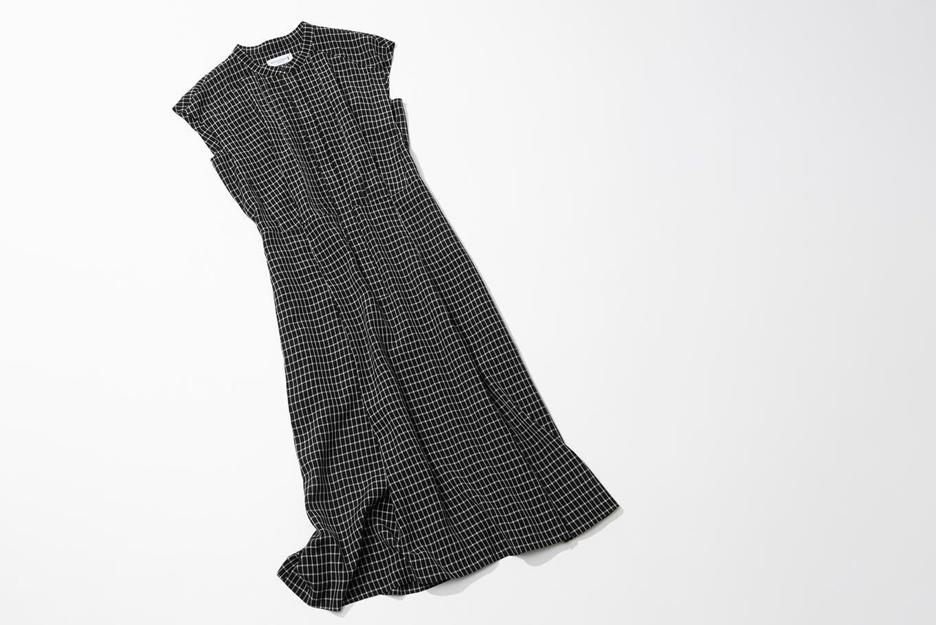 CHIC SUMMER DRESS サマードレスのシックな装い